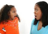 mãe e filha a discutirem