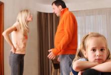 família em ambiente de stress